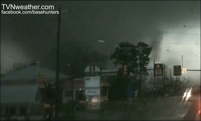 Dramatic video shows F4 tornado as it moves through Mississippi ...