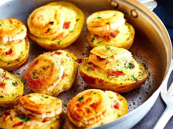 Découvrez la recette Pommes de terre farcies au chèvre et jambon sur cuisineactuelle.fr.