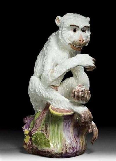 MONKEY WITH SNUFF BOX, Paris, Samson, 2nd half of the 19th century. After a Meissen model from 1730, attributed to Johann Gottlieb Kirchner. No mark. H 45.8cm.