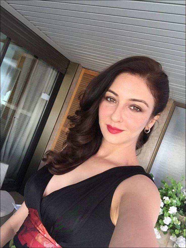 Photos: 'Bhabiji Ghar Par Hai' fame Saumya Tandon looks stunning at Cannes
