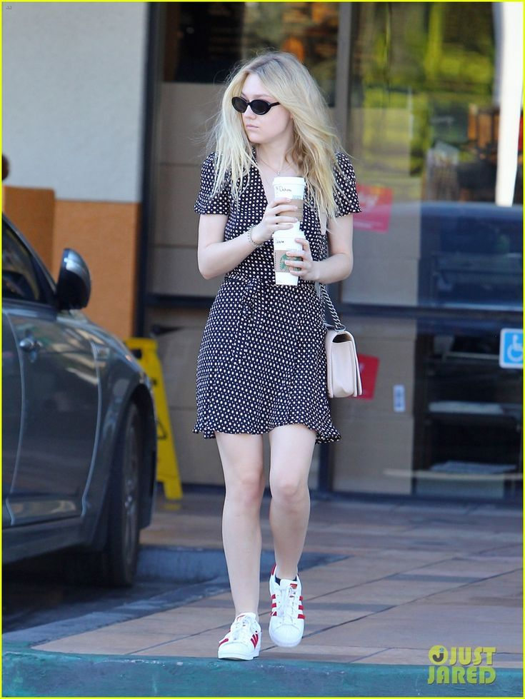 Dakota Fanning Steps Out After Voting in the Election! | dakota fanning cats her vote in the election 01 - Photo