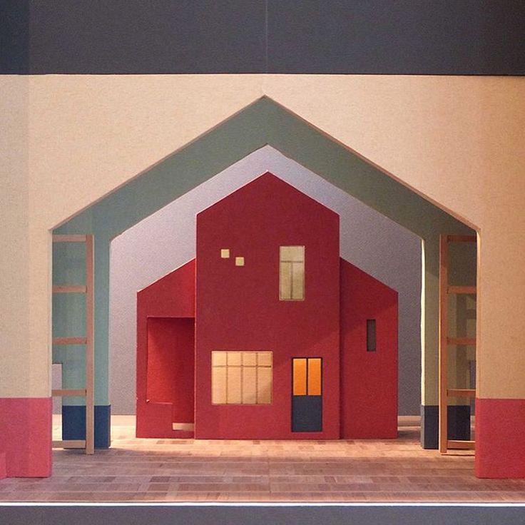 La maison en positif et en n gatif maquette du d cor de l for Maison du decor