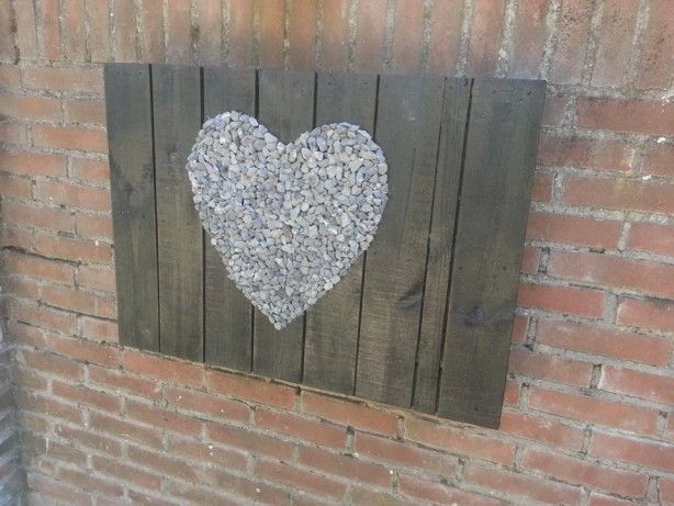 Stenen hart op pallet hout decoratie pinterest landelijke schilderijen opdrukken en hout - Decoratie stenen tuin ...