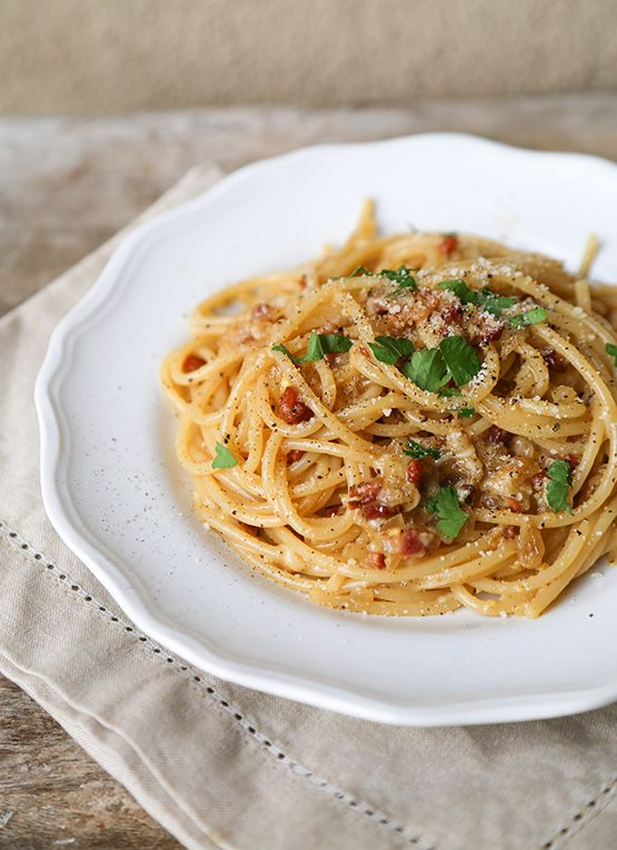 Spaghetti Carbonara // Takes 15 minutes to make