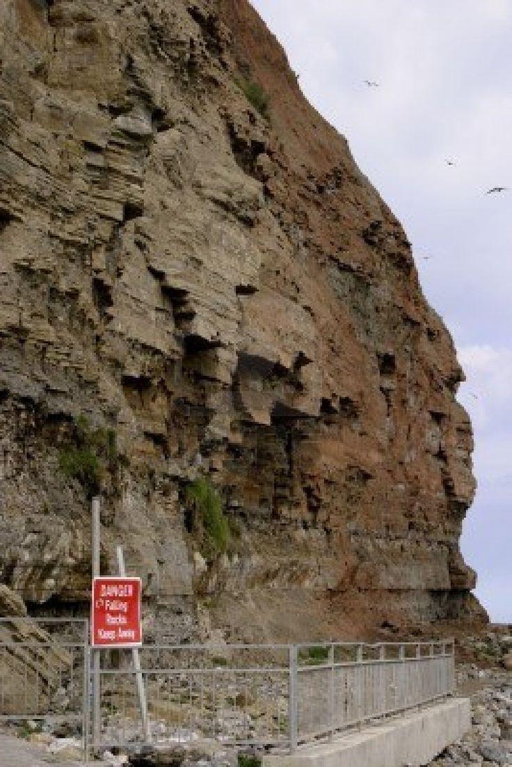Kusterosie (of kust erosie) is het verlies van subaerial landmassa in een zee of meer ten gevolge van natuurlijke processen zoals golven, wi...