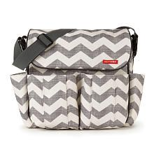 Skip Hop DASH diaper bag in chevron print is a very popular choice among messenger baby bags. #diaperbagblog