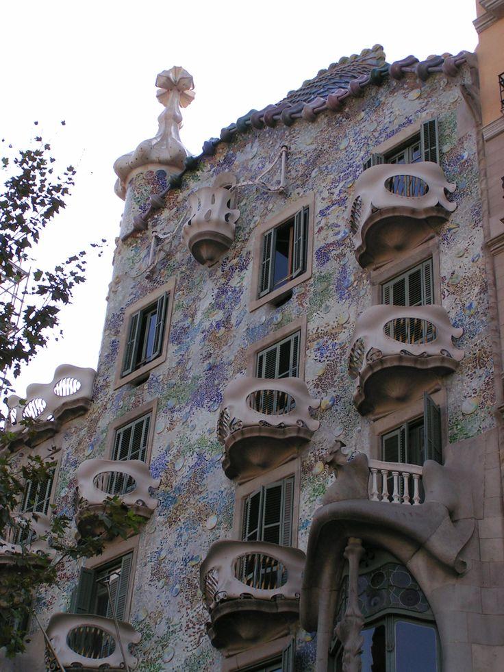 Casa Batlló, gelegen aan de Passeig de Gràcia in Barcelona is een schepping van de modernistische architect Antoni Gaudí. Het pand werd door hem verbouwd tussen 1904 en 1906 voor de textielmagnaat Josep Batlló i Casanovas.