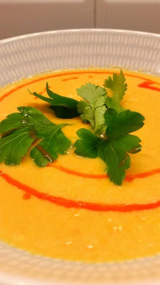 Jag älskar soppa! Det är så gott och lättlagat, kan serveras som en förrätt eller en middag. Här har jag samlat recept på mina 10 favoritsoppor.