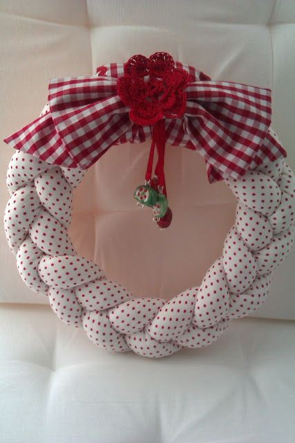 Challenging Arts & Crafts: Wreaths Red and white with gingham check bow