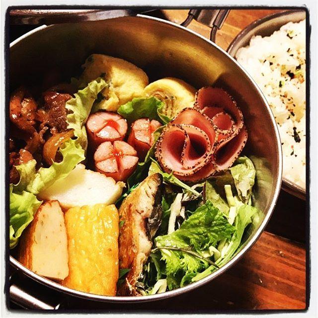 . . 旦那弁当…✨✨ . 美味しいかま栄のかまぼこをもらったので… . メインはかまぼこ…(笑) . あとはいつもの…あるもの入れちゃいました弁当😙😙 . さ、今日も頑張って仕事してきてね〜😊 . . . #北海道#旭川#旦那弁当#ランチ#お昼ごはん#昼食#野菜#健康#お弁当#おかず#肉#おうちごはん#ななつぼし#かまぼこ#手抜き弁当