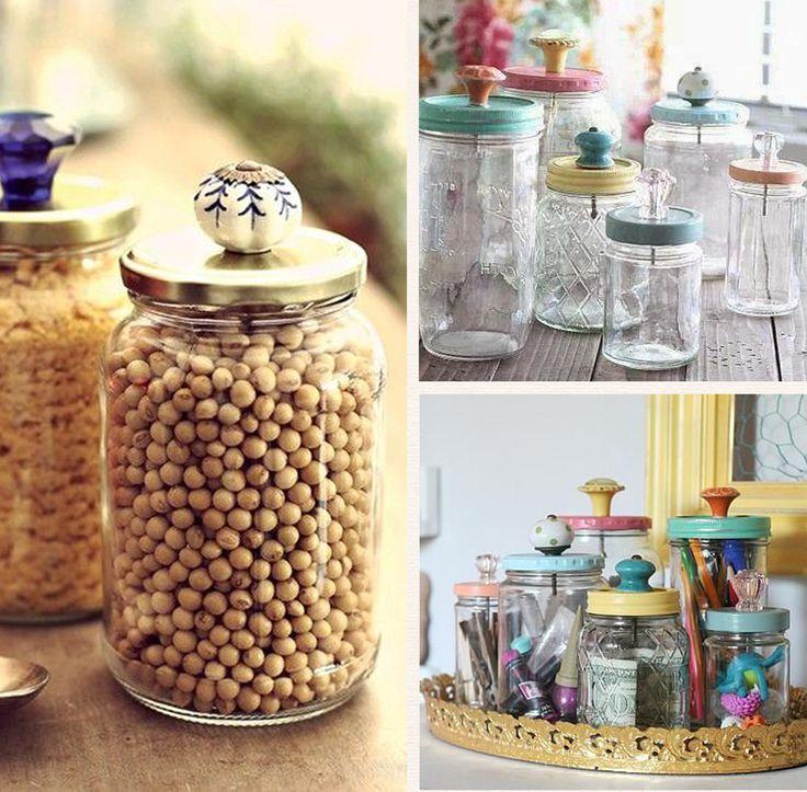 Na cozinha, os puxadores podem enfeitar tampas de potes de vidro e também servir de gancho ou suporte para frascos ou latinhas suspensas.