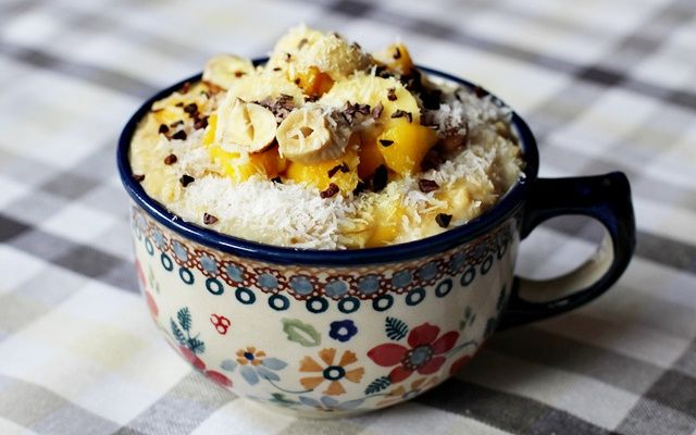 Naturalna kuchnia wegetariańska: Kokosowa owsianka z bananem i mango