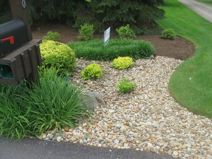 Deep edges perennials barberrys river gravel and mulch for Front yard landscaping cost