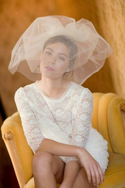 {Shoulder Length Two Tier Bubble Veil... Major Pouffage!!!!·····················}