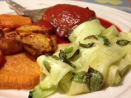 Super lekker recept! Vooral de zoete aardappel 'chips' zijn overheerlijk. let op! Maten tomatensaus kloppen niet.
