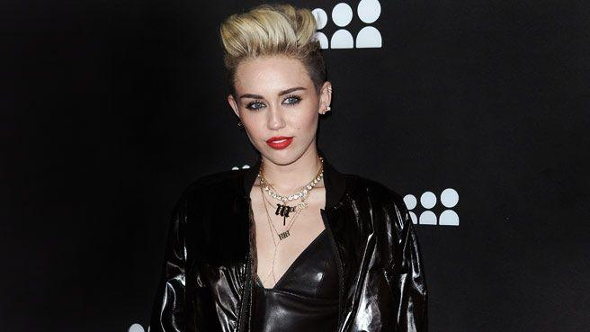"""Miley Cyrus says she's no """"twerk queen"""""""