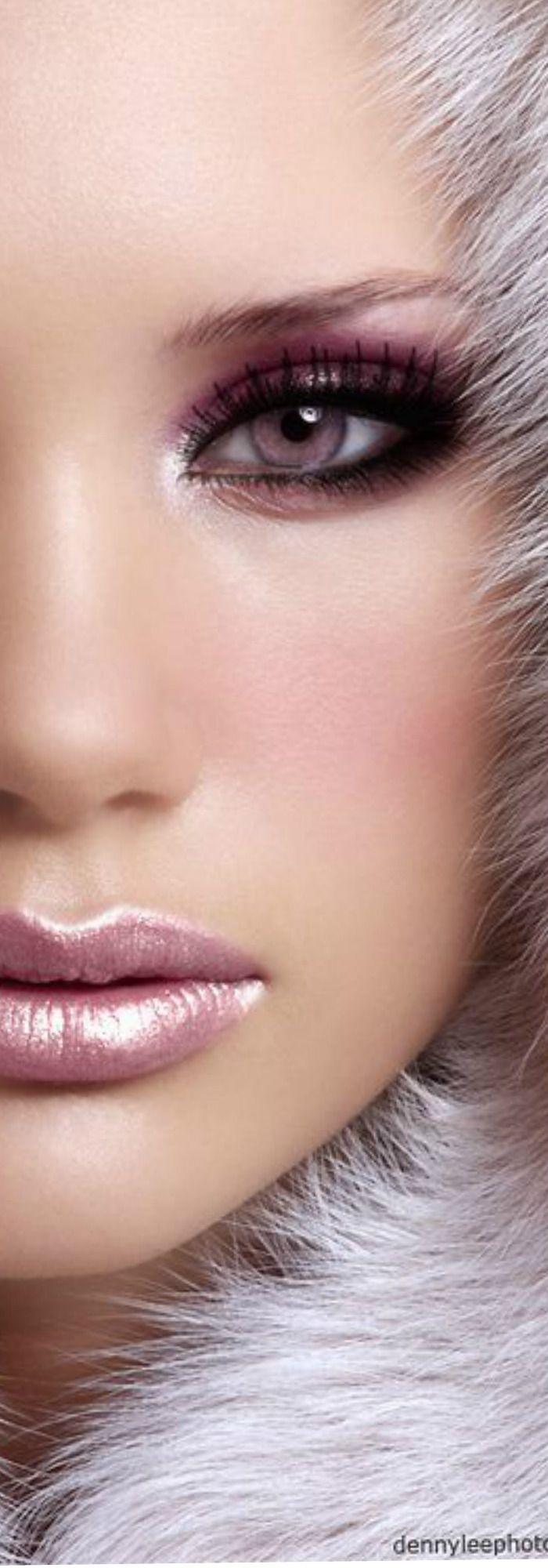 Rosamaria G Frangini | High Makeup | Classy | Metallic soft pink makeup