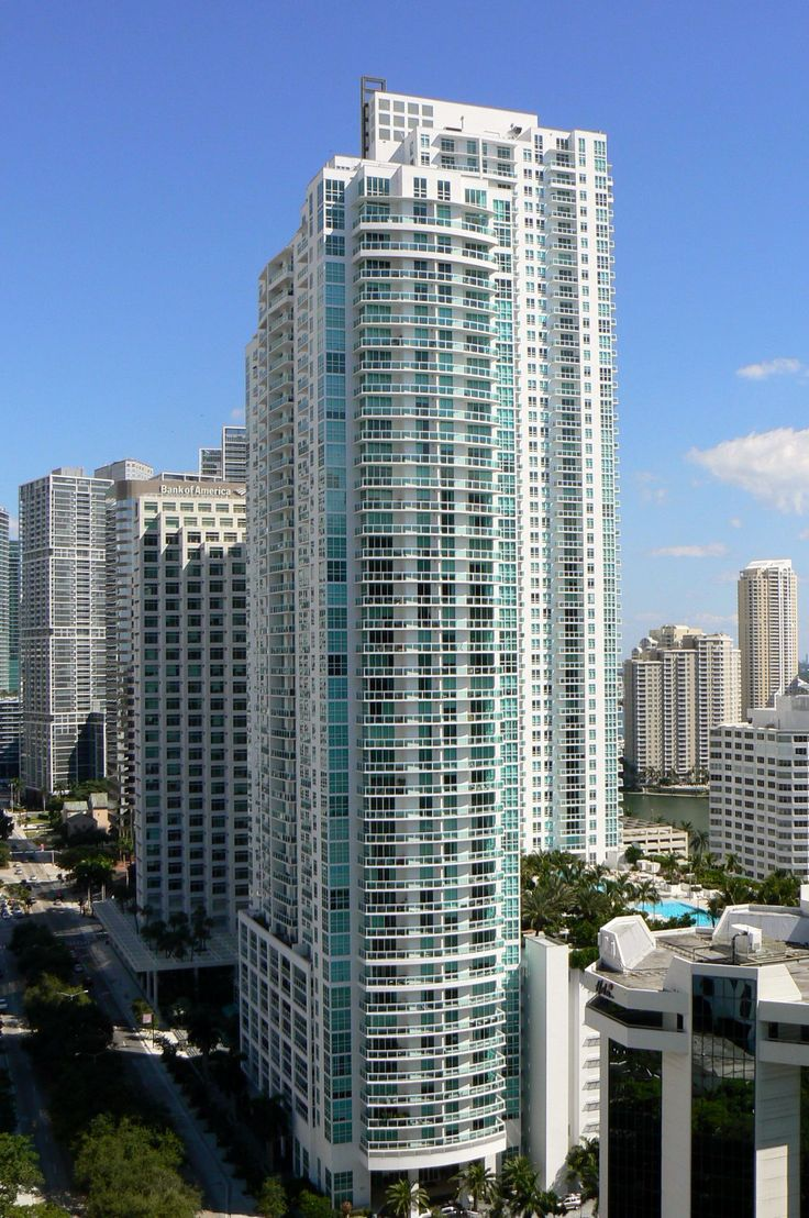 The Plaza on Brickell and its ideal setting puts the best of the Brickell neighborhood just around the corner. Move to The Plaza and have the joy of enjoying a baseball game at The Sun Life Stadium, a live show at The American Airlines Arena or appreciate the beauty and some history at The Coral Castle every time you want!