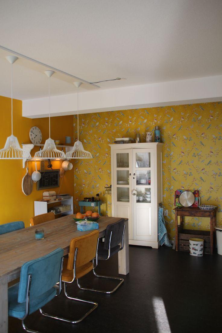 Keuken in appartement. Combinatie van oker geel en blauw. In plaats van een steriel appartement, moest het een warm thuis worden. Ontwerp en styling Buro Flip | www.buroflip.nl