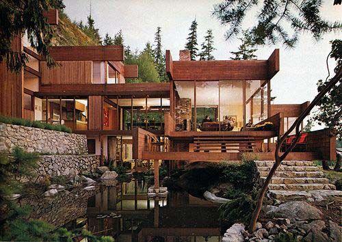Современный дом с элементами архитектуры в японском стиле.