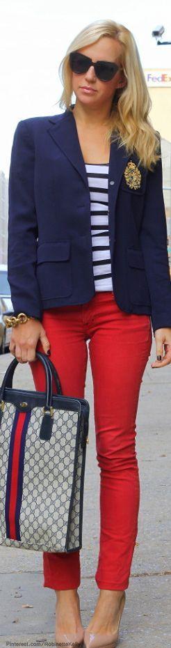 casual conjunto de pantalon rojo y camiseta de rayas blanco con azul y como…