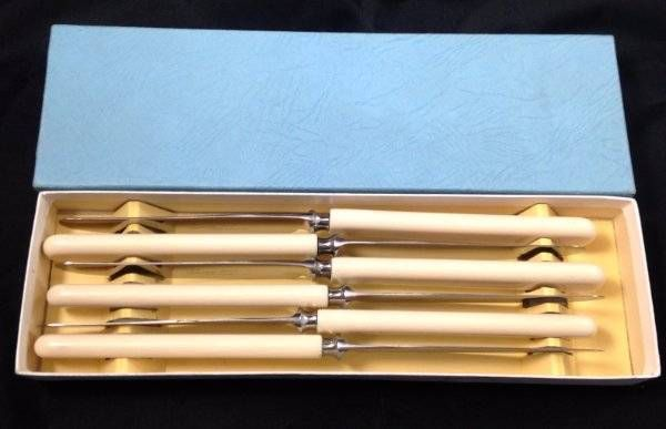 Vtg Set of 6 Boxed Sheffield Stainless Steel Table Knives Faux Bone Handle VGC