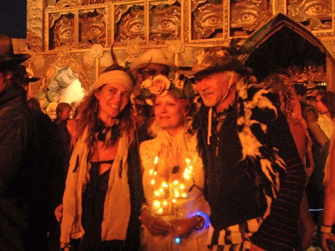 Actress Susan Sarandon (center) poses with admirers