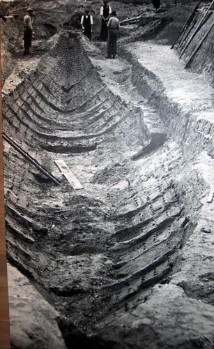 Viking ship burial found at Sutton Hoo, UK. @Edilamar . . via Nanette Clarkhttp://en.wikipedia.org/wiki/Ship_burial