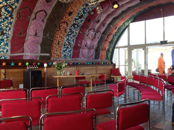 Blijburg, aan het strand van Blijburg een heel aparte Hippie-achtige lokatie waar leuke ceremonies plaatsvinden