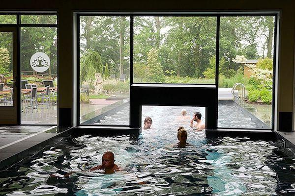 Binnen en buiten zwemmen bij Thermen Binnen den Maas