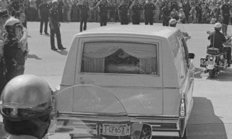 pictures of elvis presley in his casket | 1977: A hearse carrying the casket of Elvis Presley leaves Graceland ...
