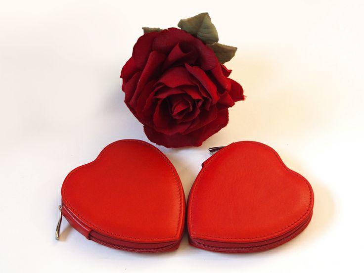 #Valentine's Day #CepiPelletterie #Love #Leather #Heart #Manicure   http://www.cepipelletterie.com/shop/it/cerca?tag=San+Valentino