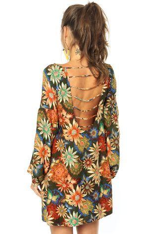 Vestido FARM verde com estampa floral e decote nas costas. Modelagem reta…