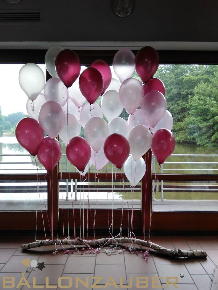 Dekorieren mit Luftballons – Fotohintergrund oder Wunschwand aus roten und weißen …
