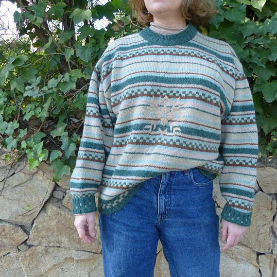 By MaletaVintageClothes in ETSY:  Vintage 80s borders and snow flake sweater. Unisex. Size L. Measurements clicking pm the picture. #vintage #sweater #vintagesweater #vintageclothing #fashion