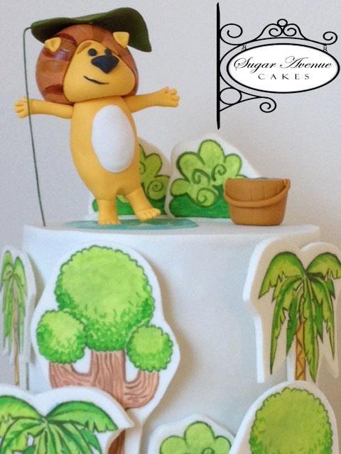 Raa Raa the noisy lion in a rainy day cake