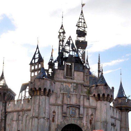 Dismaland: il castello di Banksy ai profughi di Calais