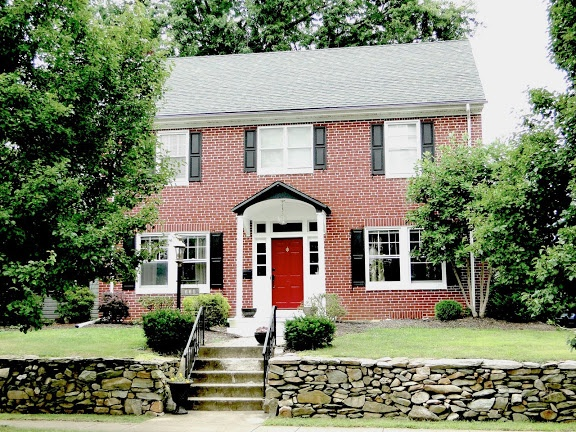 Red doors brick colonial house google search exterior for Colonial brick