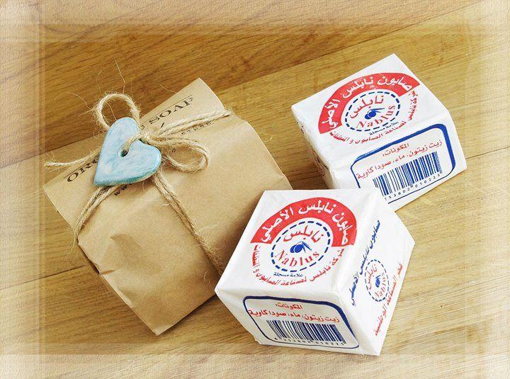Что у вас в посылочке сегодня? :) Посылочка с #оливковоемыло из Наблуса. Красивые бруски цвета слоновой кости обладает приятным легким натуральным ароматом. На нашей страничке #olivacoua мыло Nablus представлено в двух вариантах упаковки: картонная коробочка и вощеная бумага.  Каждый сможет подобрать себе кусочек по вкусу!     Мылинда - ваш эксперт по хорошему настроению :)