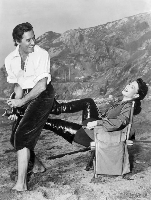 errollesliethomsonflynn: Errol Flynn and Maureen O'Hara on the set of Against All Flags