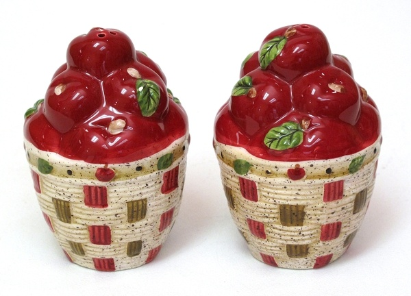 salt and pepper: Vintage Wardrobe, Peppers Shakers, Apples Salts, Apples Baskets, Apples Kitchens, Apples Decor, Collection, Country Kitchens, Baskets Salts