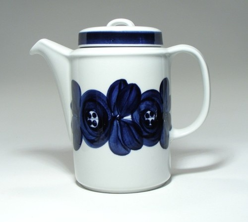 Arabia Anenome design by Ulla Procope, a favourite on my shelf