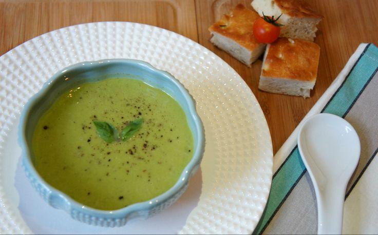 Zuppa di Piselli e Basilico - supa crema din mazare proaspata, aromata cu busuioc.