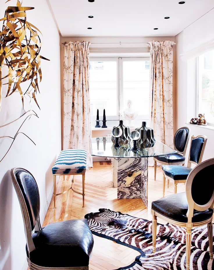 Tour a Fashion Designers Feminine Abode// marble base dining table, brass bench: Dining Rooms, Elegant Piso, Chairs, Black Leather, Fashion Design, Interiors Design, Piso Rehabilitado, Living, Dining Tables