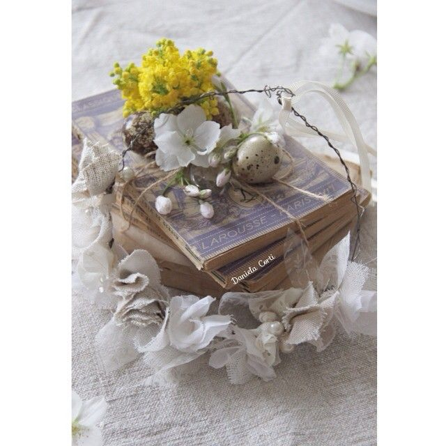 Easter centerpiece with vintage books and a wire and fabric floral crown by Fili di Poesia