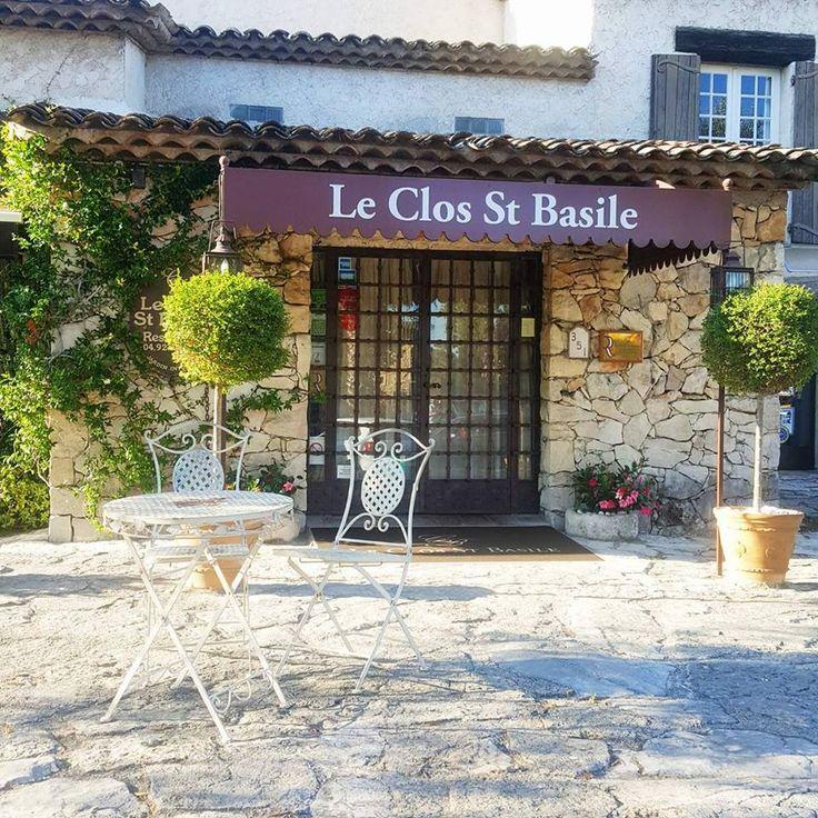 Le Clos Saint-Basile à Mougins : une valeur sûre de la cuisine méditerranéenne orchestrée par Mathieu et Elien Lestrade.