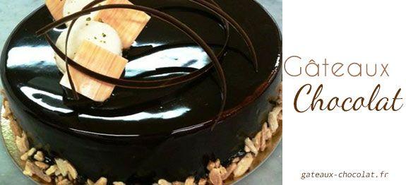 GLACAGE AU CHOCOLAT BRILLANT (210 g de sucre, 75 g d'eau, 70 g de cacao amer, 145 g de crème liquide, 8 g de gélatine)