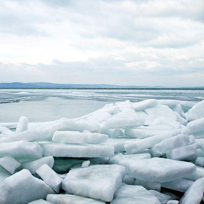 Bámulatos látványt jelentenek a Balatonról készült téli képek. Nézd meg őket!