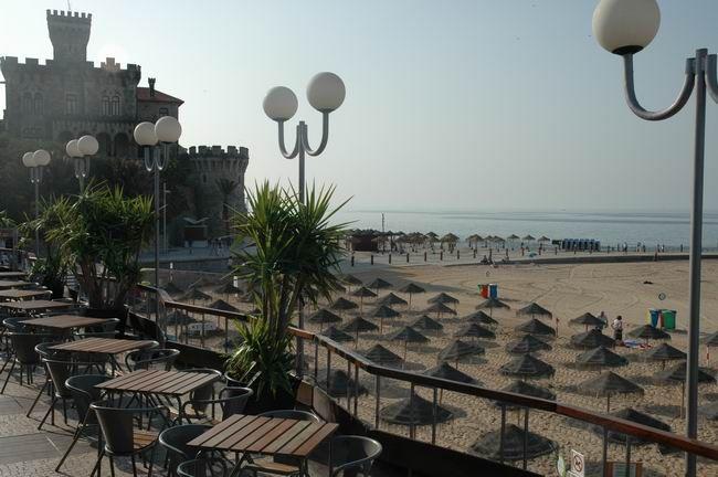 Praia do Tamariz  Najlepsze i najpiękniesze plaże wokół Lizbony – mapa + informacje: http://infolizbona.pl/?p=1640 Jak dojechać na plaże w Lizbonie i okolicach [Mapa + aktualne ceny]: http://infolizbona.pl/?p=2712