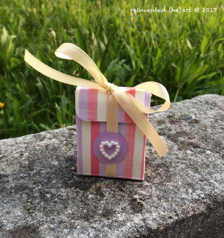 Mais uma caixa de oferta bem pequenina. Eu acho amorosa e vocês? Another gift box so little. I think it is cute and you?